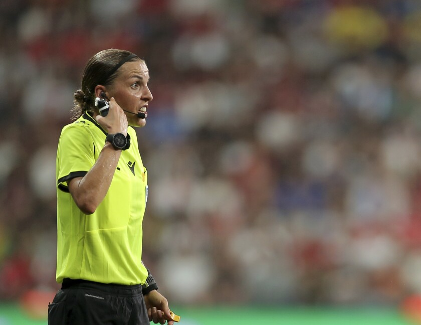 Referee Stephanie Frappart of France discusses with Chelsea players during the UEFA Super Cup soccer match between Liverpool and Chelsea, in Besiktas Park, in Istanbul, Wednesday, Aug. 14, 2019. (AP Photo)