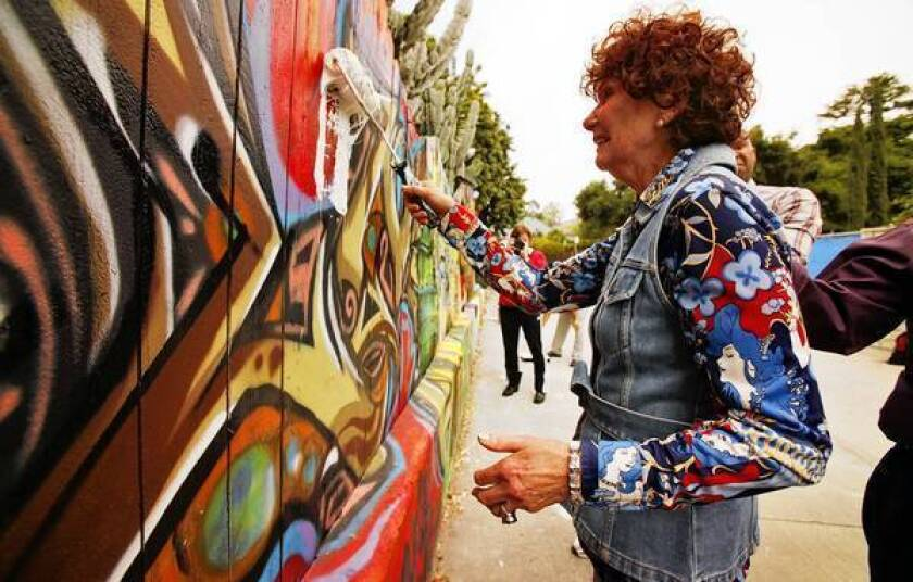 Council lifts ban on public murals - Los Angeles Times