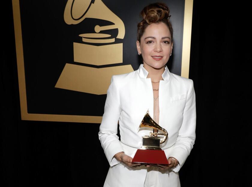 Hay muchos que creen que la mirada de Lafourcade en el Latin Grammy luego de la victoria de Maluma fue de disgusto, pero ella ya no ha dicho nada al respecto.