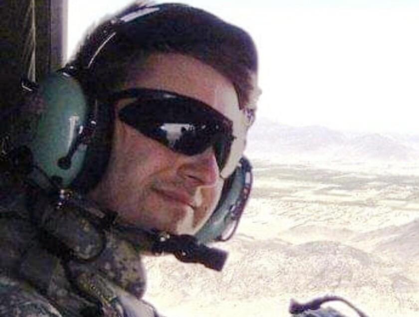 توماس کافمن در سال 2011 با هلیکوپتر بر فراز قندهار پرواز کرد.