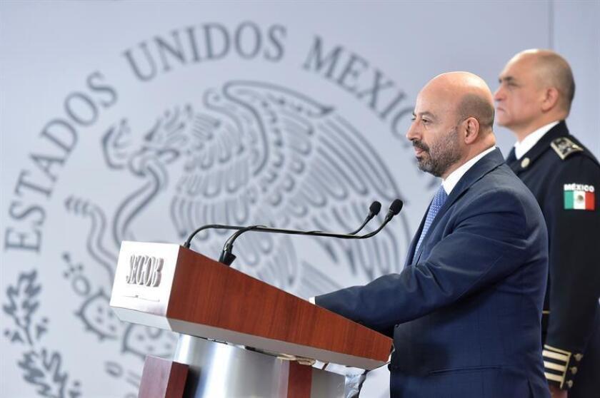 Fotografía cedida por la Comisión Nacional de Seguridad (CNS) que muestra a su titular, Renato Sales, mientras ofrece una rueda de prensa hoy, viernes 24 de agosto de 2018, en Ciudad de México (México). EFE/CNS/SOLO USO EDITORIAL