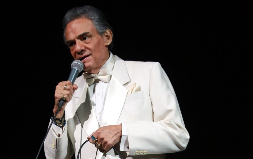 El cantante mexicano despeja los rumores de un estado terminal en las redes sociales.