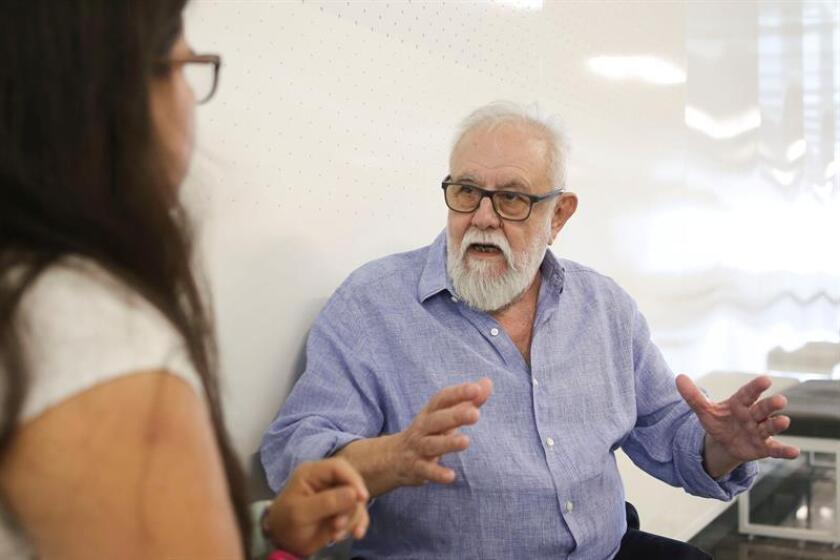 El director español de cine Gonzalo Suárez habla durante una entrevista con Efe el 12 de marzo de 2019, en Guadalajara (México). EFE