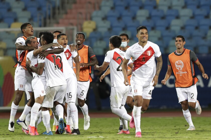 Peru's players celebrate defeating Paraguay 4-3 in a penalty shootout during a Copa America quarterfinal soccer match at the Olimpico stadium in Goiania, Brazil, Friday, July 2, 2021. (AP Photo/Eraldo Peres)