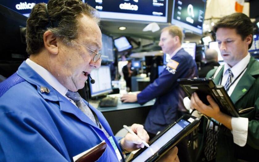 Wall Street cierra verde animado por retraso de aranceles y estímulos del BCE