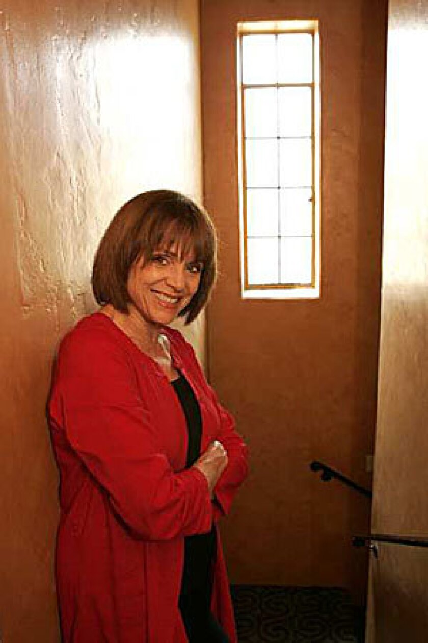 """TACKLING TALLULAH: Valerie Harper portrays talented yet troubled star Tallulah Bankhead in Pasadena Playhouse's """"Looped."""""""