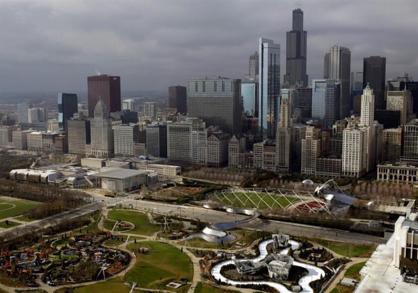 La ciudad de Chicago registró en marzo el decimotercer mes consecutivo de descenso en los índices de violencia, con un 25 % menos de homicidios comparado con el mismo mes del año pasado, informó hoy el superintendente de Policía, Eddie Johnson. EFE/ARCHIVO