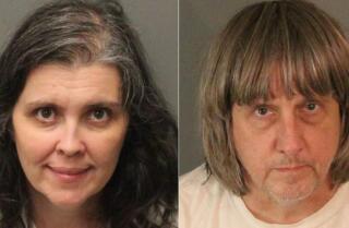 Detalles horribles surgen de los padres de Perris acusados de mantener cautivos a sus 13 hijos