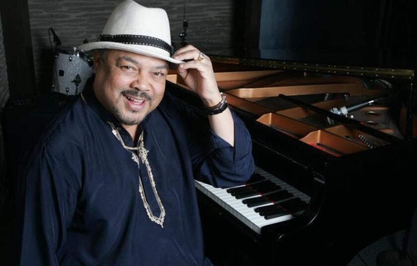 El cantautor cubano Francisco Céspedes posa para una foto durante una entrevista con Efe. EFE/Archivo