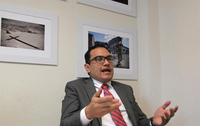 Fotografía que muestra al director general de Oil&Gas Alliance, Ricardo Ortega, mientras habla durante una entrevista con Efe, en Ciudad de México (México). EFE