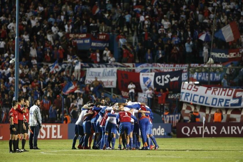 Jugadores de Nacional celebran la victoria ante Atlético Mineiro este martes, en un partido del grupo E de la Copa Libertadores en el estadio Gran Parque Central en Montevideo (Uruguay). EFE