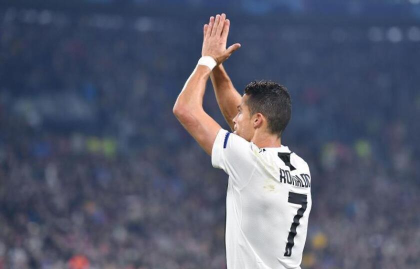 Cristiano Ronaldo de la Juventus celebra un gol durante un partido. EFE/Archivo