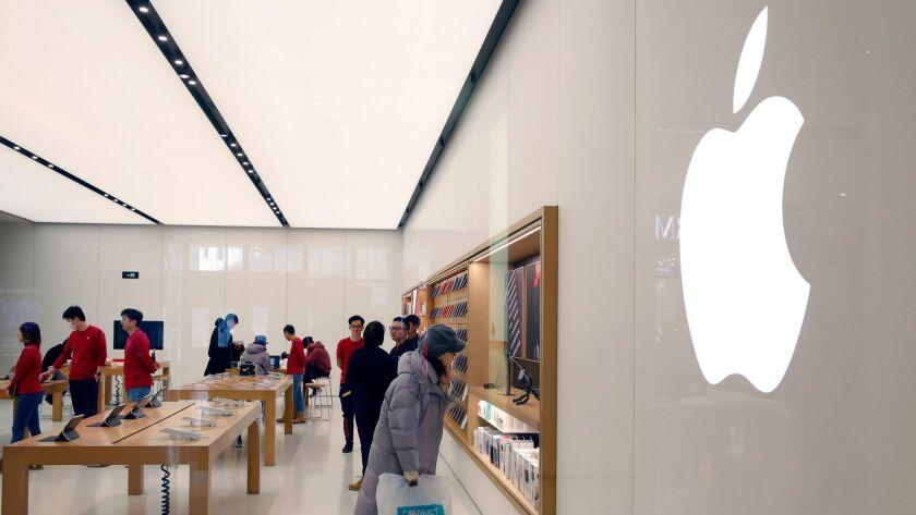 Apple sees revenue slump in China, Beijing - 04 Jan 2019