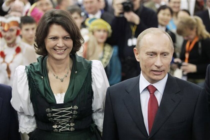 Russian Prime Minister Vladimir Putin, right, and German Consumer Protection Minister Ilse Aigner, left, pose for media at the 'Internationale Gruene Woche' (International Green Week) agricultural fair in Berlin, Jan. 16, 2009. (AP Photo/Hannibal Hanschke, Pool)