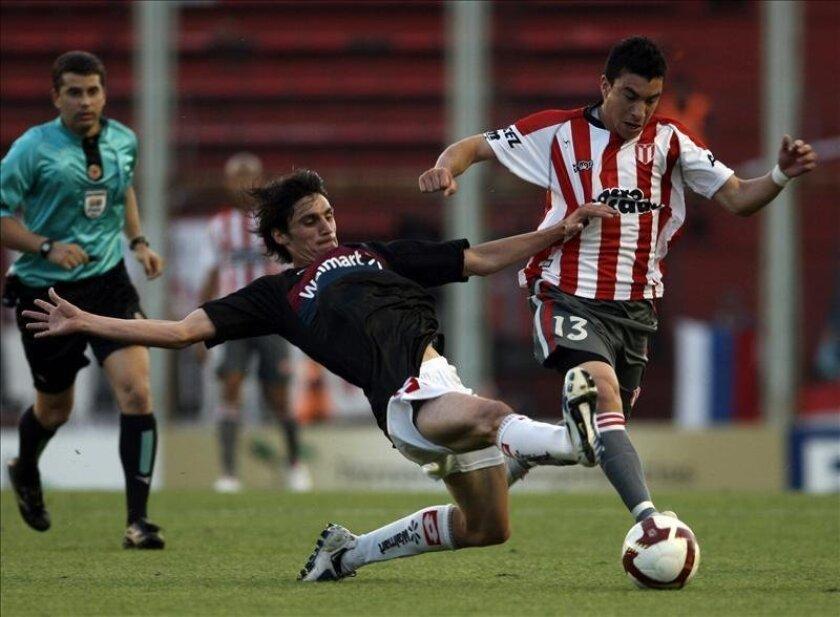 En la imagen, el jugador de River Plate de Uruguay Jorge Rodríguez (d). EFE/Archivo