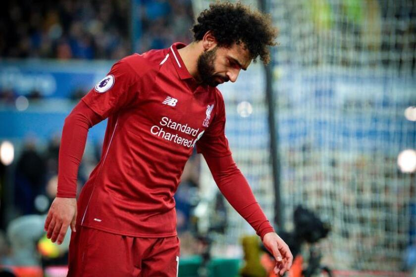 El delantero egipcio del Liverpool Mohamed Salah se lamenta durante el derbi de Liverpool ante el Everton FC en Goodison Park en Liverpool,Reino Unido. EFE/EPA