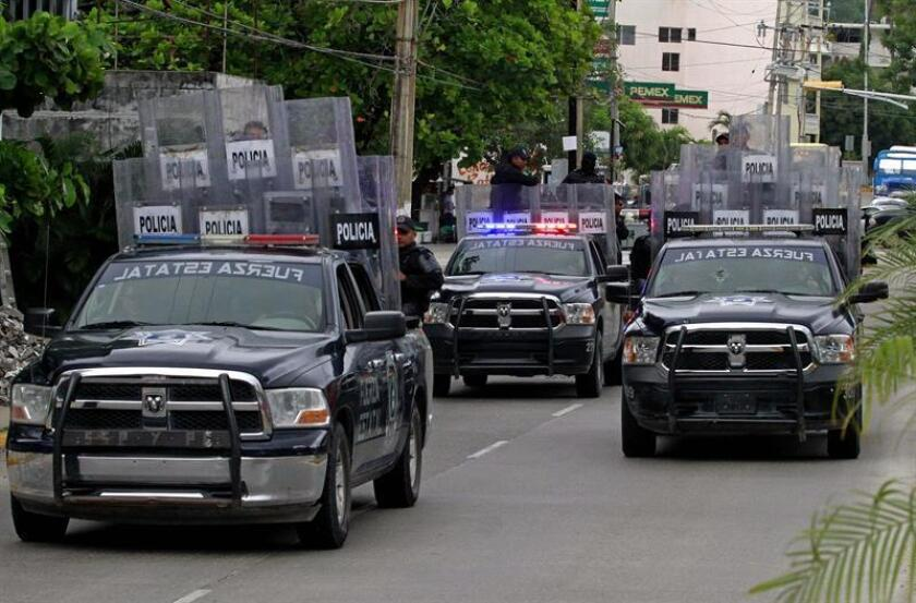 El Gobierno federal y el del estado de Guerrero tomaron hoy el control de la seguridad en el municipio mexicano de Acapulco, después de que surgieran sospechas que apuntan a la infiltración del crimen organizado en la policía municipal. EFE/Archivo