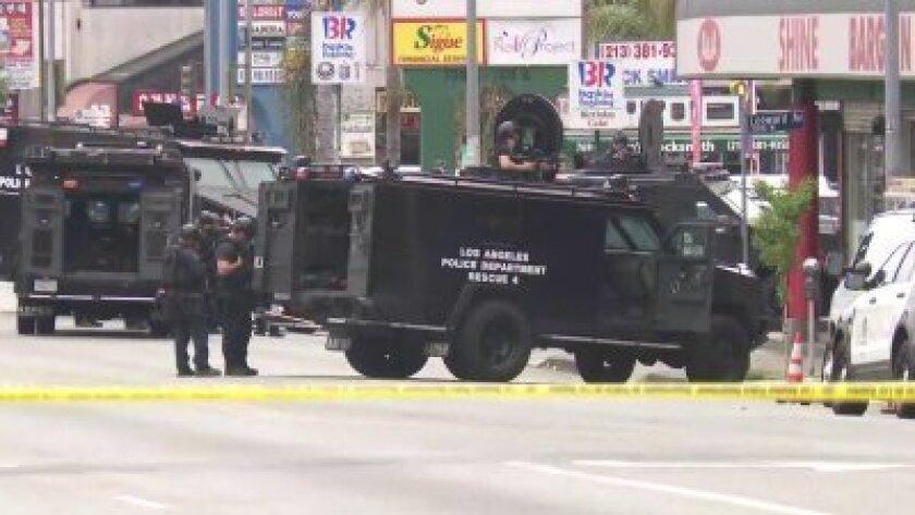 Police arrest suspected gunman after Koreatown store standoff - Los