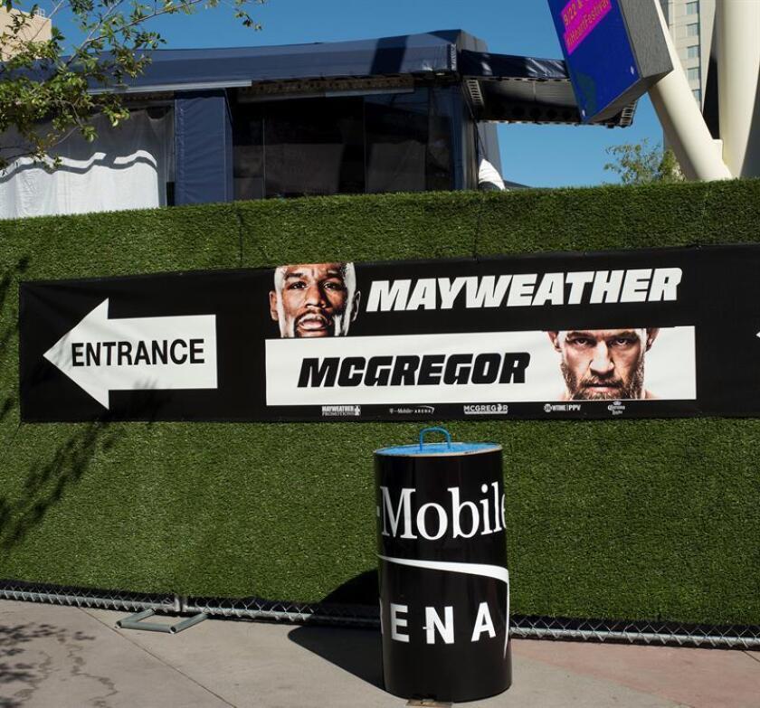 Carteles de la pelea entre Floyd Mayweather y Conor McGregor en 2017 el T-Mobile Arena de Las Vegas, Nevada (EE.UU.). EFE/Archivo