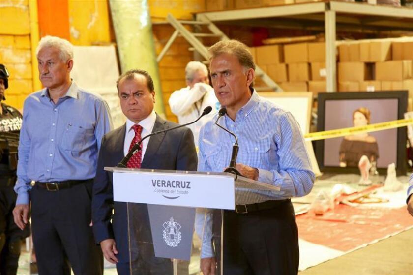 El gobernador del estado de Veracruz Miguel Ángel Yunes (d). EFE/Archivo
