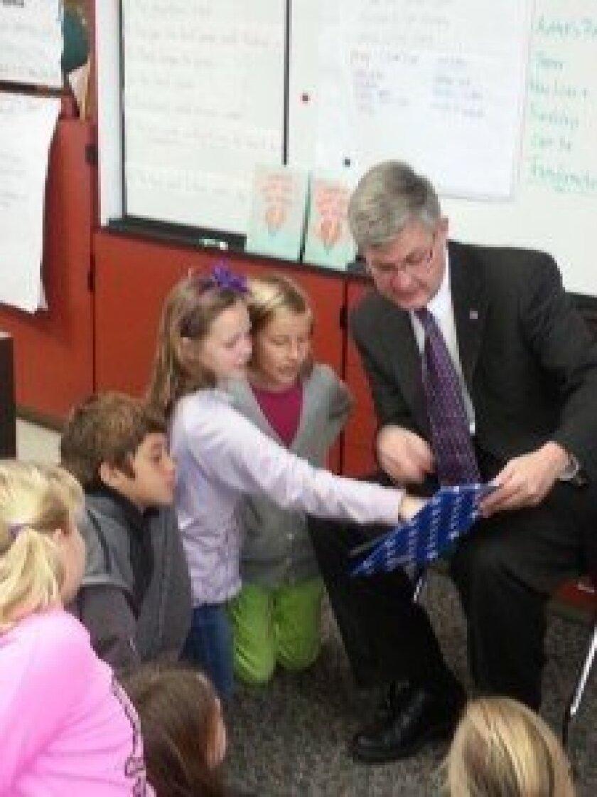 Supervisor Dave Roberts reads to children at Solana Vista.