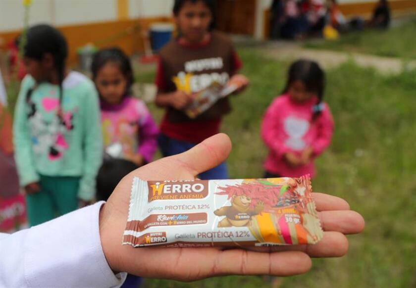Un paquete de una galleta enriquecida con hierro que puede combatir la anemia infantil, fue registrado en Ayacucho (Perú). EFE