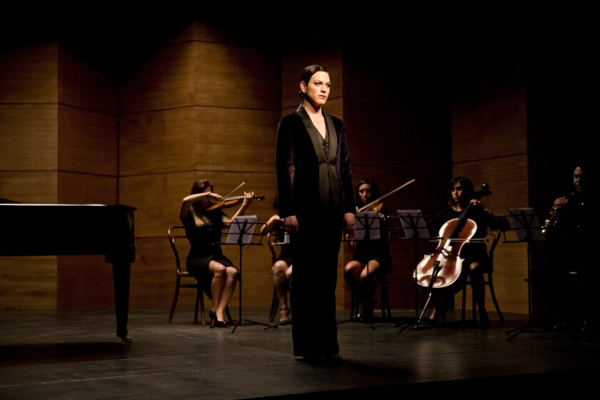 """En esta imagen difundida por Sony Pictures Classics, la actriz Daniela Vega en una escena de la película chilena """"Una mujer fantástica"""", dirigida por Sebastián Lelio."""