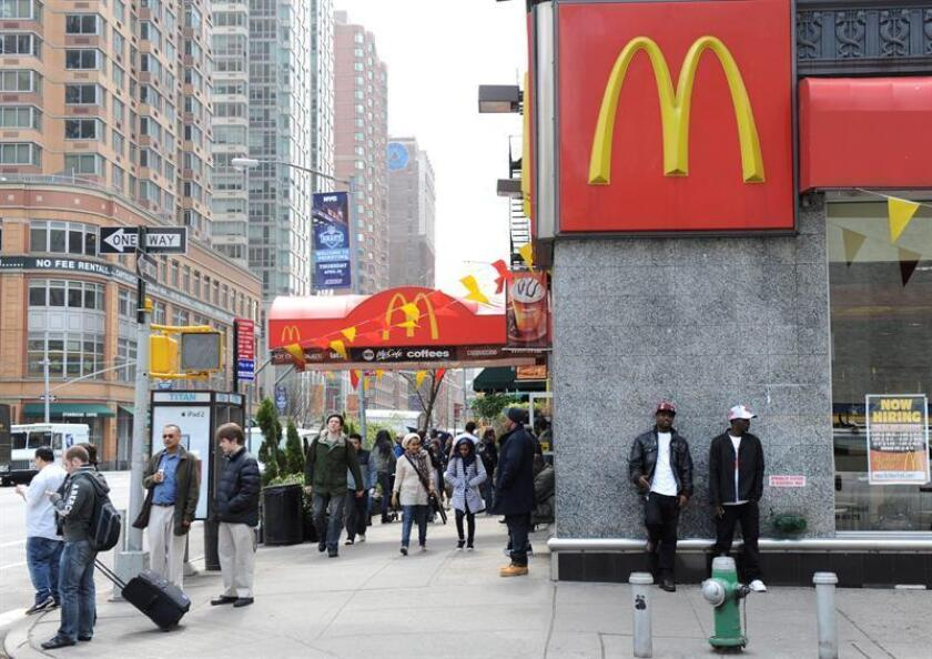 La compañía McDonald's anunció hoy su intención de trasladar desde Luxemburgo y hasta el Reino Unido el domicilio fiscal de la mayoría de sus ingresos por sus operaciones fuera de Estados Unidos. EFE/ARCHIVO