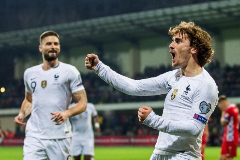 Antoine Griezmann celebra su gol durante el partido de esta tarde entre las selecciones de Moldavia y Francia correspondiente a la clasificación para la Eurocopa 2020. EFE/DUMITRU DORU