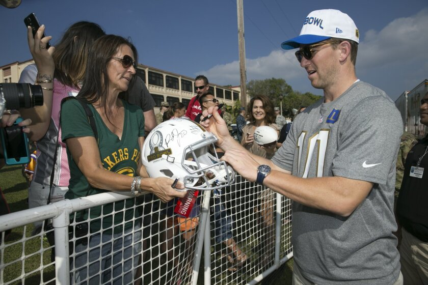 New York Giants quarterback Eli Manning signs autographs before the NFL Pro Bowl football draft at Wheeler Army Airfield, Wednesday, Jan. 27, 2016, in Wahiawa, Hawaii. (AP Photo/Marco Garcia)