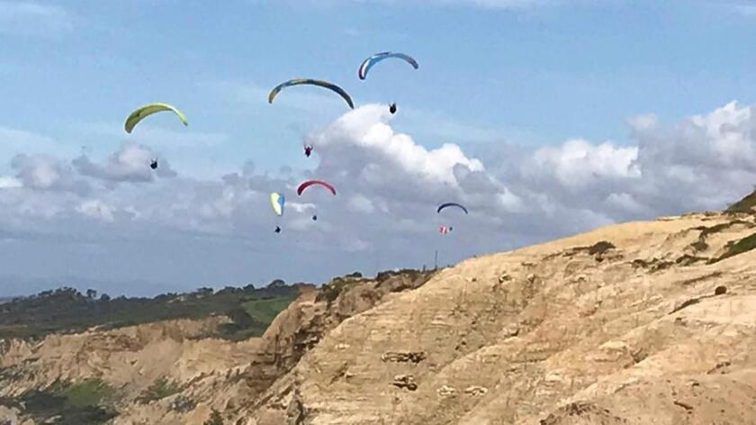 Two dead as paragliders collide at Torrey Pines in San Diego County