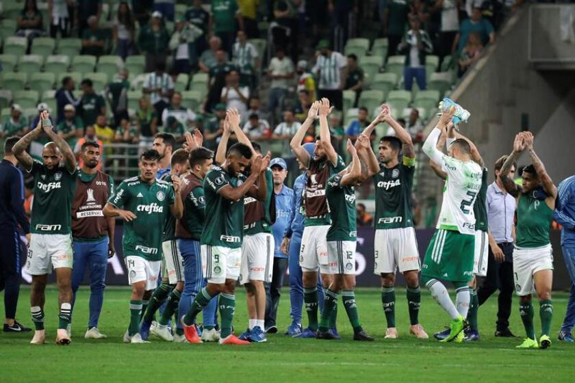 Palmeiras players wave to the crowd after their match against Boca Juniors Oct 31, 2018 at the Allianz Parque stadium in Sao Paulo (Brazil). EPA-EFE FILE/Sebastião Moreira