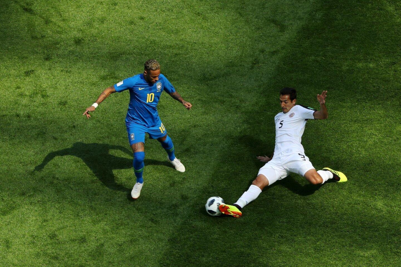 Gracias a la perseverancia colectiva y los tantos de Philippe Coutinho y Neymar en los descuentos, Brasil se impuso 2-0 a Costa Rica para enderezar su rumbo en la Copa del Mundo.
