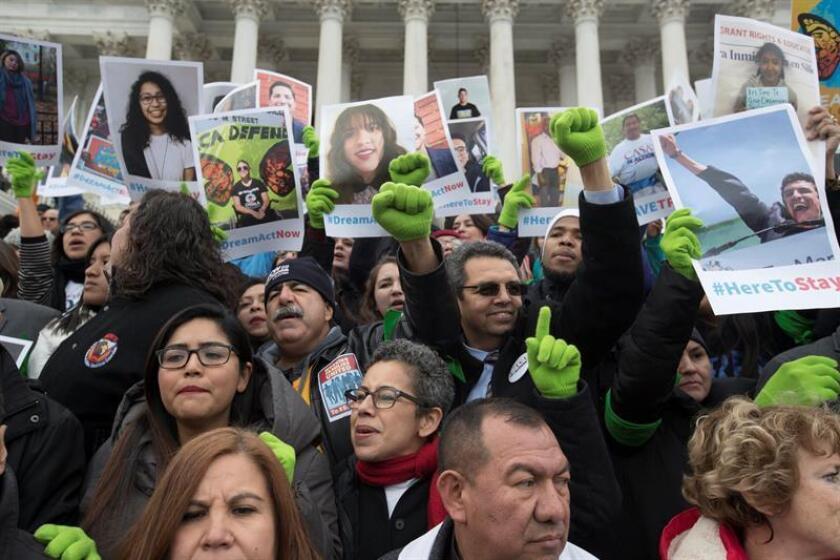 Manifestantes participan en una protesta para mostrar apoyo al paso de la Ley DREAM. EFE/Archivo