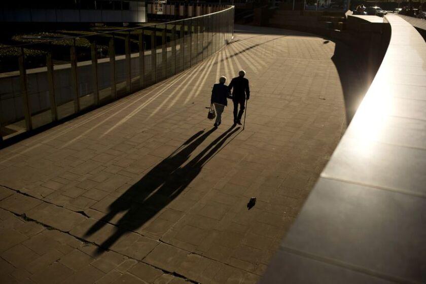 Una nueva investigación sugiere que un estilo de vida saludable puede reducir el riesgo de desarrollar Alzheimer, incluso para aquellos con alto riesgo genético (Francisco Seco / Associated Press).