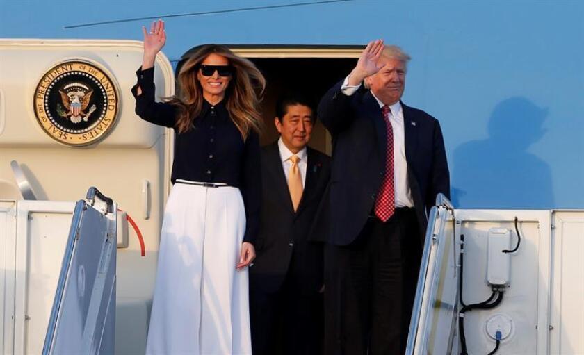 El presidente de EEUU, Donald Trump, la primera dama Melania Trump y el primer ministro de Japón Shinzo Abe, llegan hoy a Palm Beach, una pequeña ciudad de Florida que empieza a inquietarse por los gastos que acarrean las visitas presidenciales. EFE
