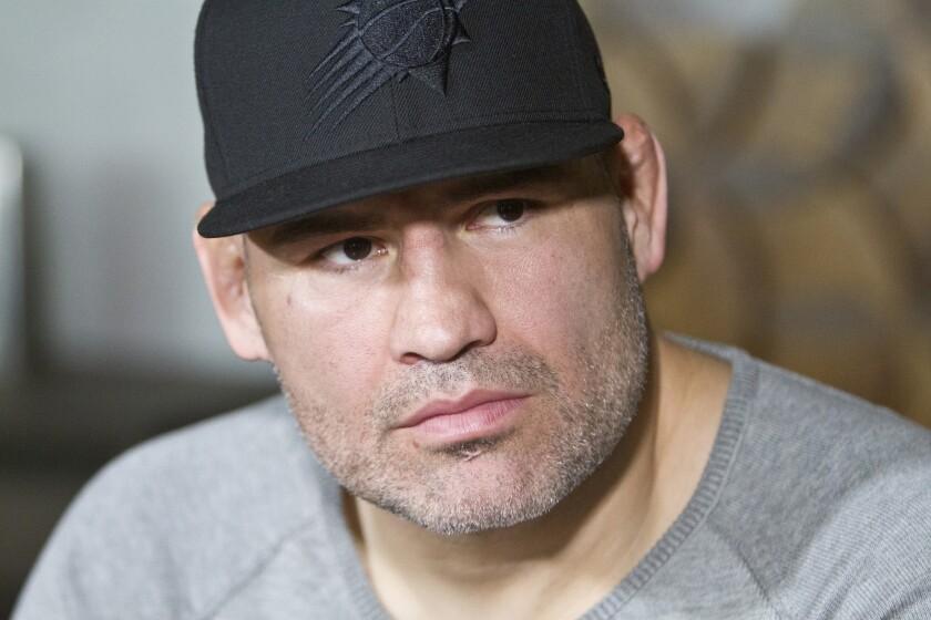 Caín Velásquez durante una reunión con la prensa en Los Ángeles.