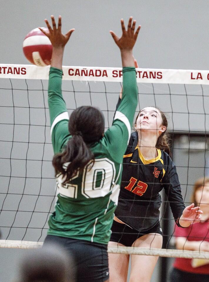 Photo Gallery: La Canada vs. Blair in Rio Hondo League girls' volleyball