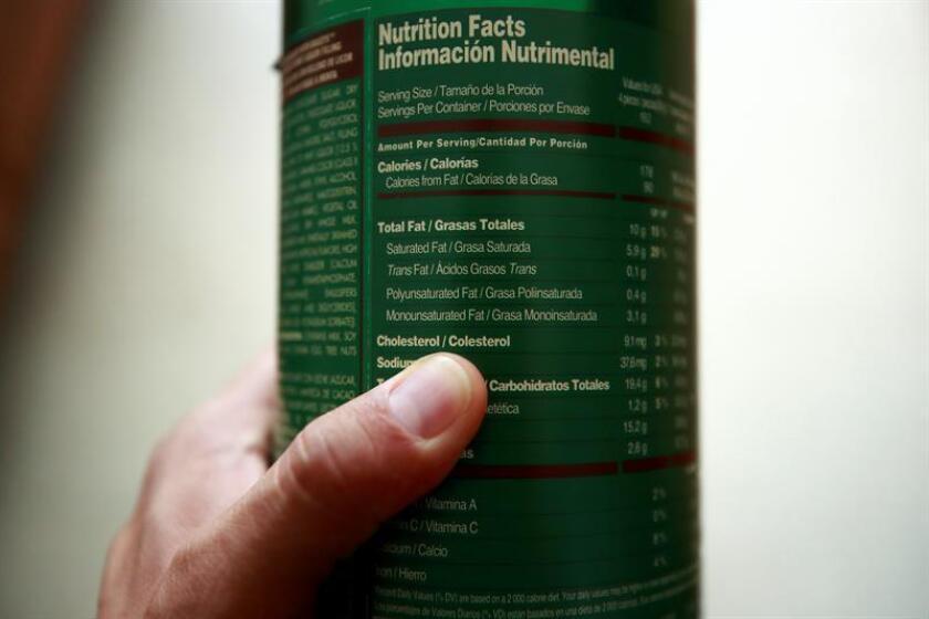 Vista de un envase de golosinas donde se muestra el valor nutricional del producto en Ciudad de México (México). EFE/Archivo