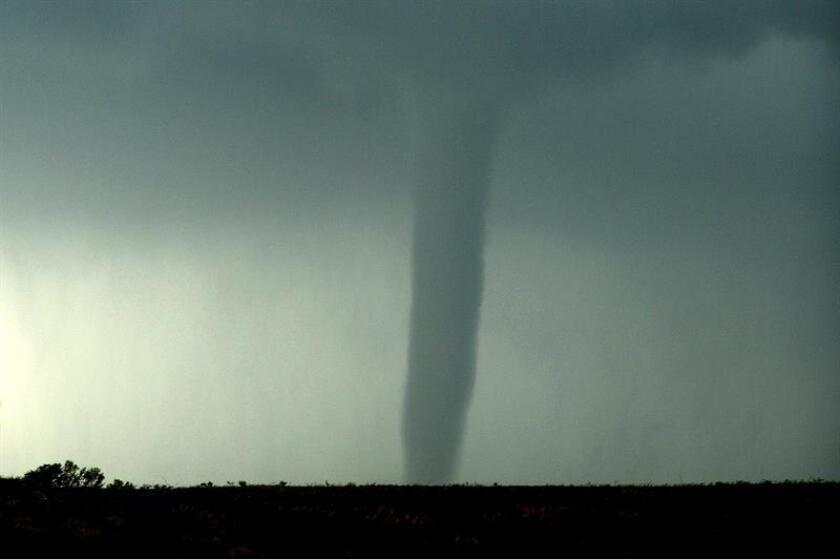Científicos de la Universidad Estatal de Colorado (CSU) anunciaron hoy el desarrollo de un modelo de computación que permitirá a los meteorólogos de Estados Unidos pronosticar tornados, tormentas eléctricas y granizadas hasta cinco semanas antes de que ocurran. EFE/Archivo
