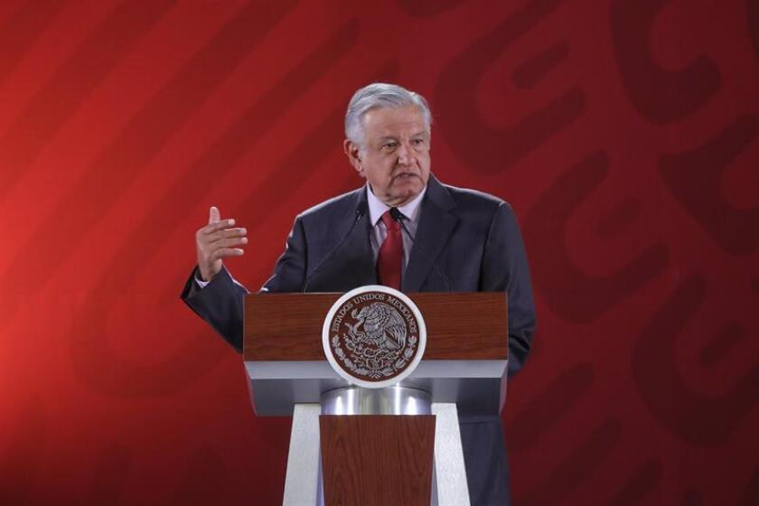 El Presidente de México, Andrés Manuel López Obrador, habla durante su rueda de prensa matutina este lunes en el Palacio Nacional en Ciudad de México (México). EFE