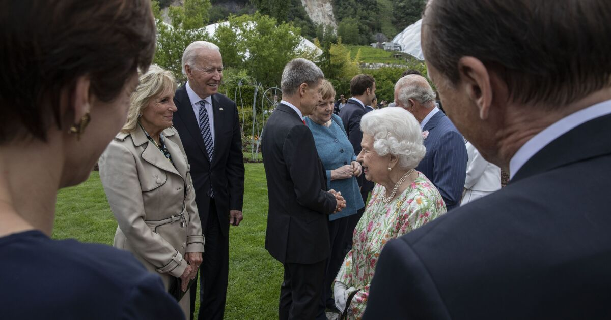 After G-7, Biden visits Queen Elizabeth before meetings with NATO and Putin