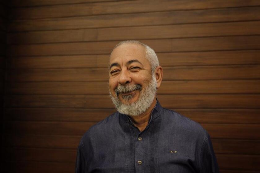 Conferencia de prensa del escritor cubano Leonardo Padura