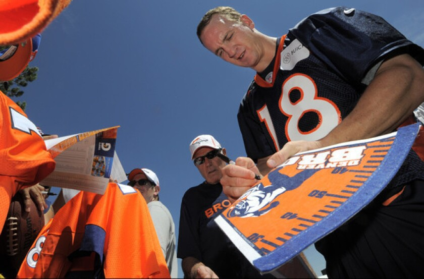 Broncos quarterback Peyton Manning, who seems to always find time to sign autographs, recognizes retiring NFL veterans by sending them a handwritten note.