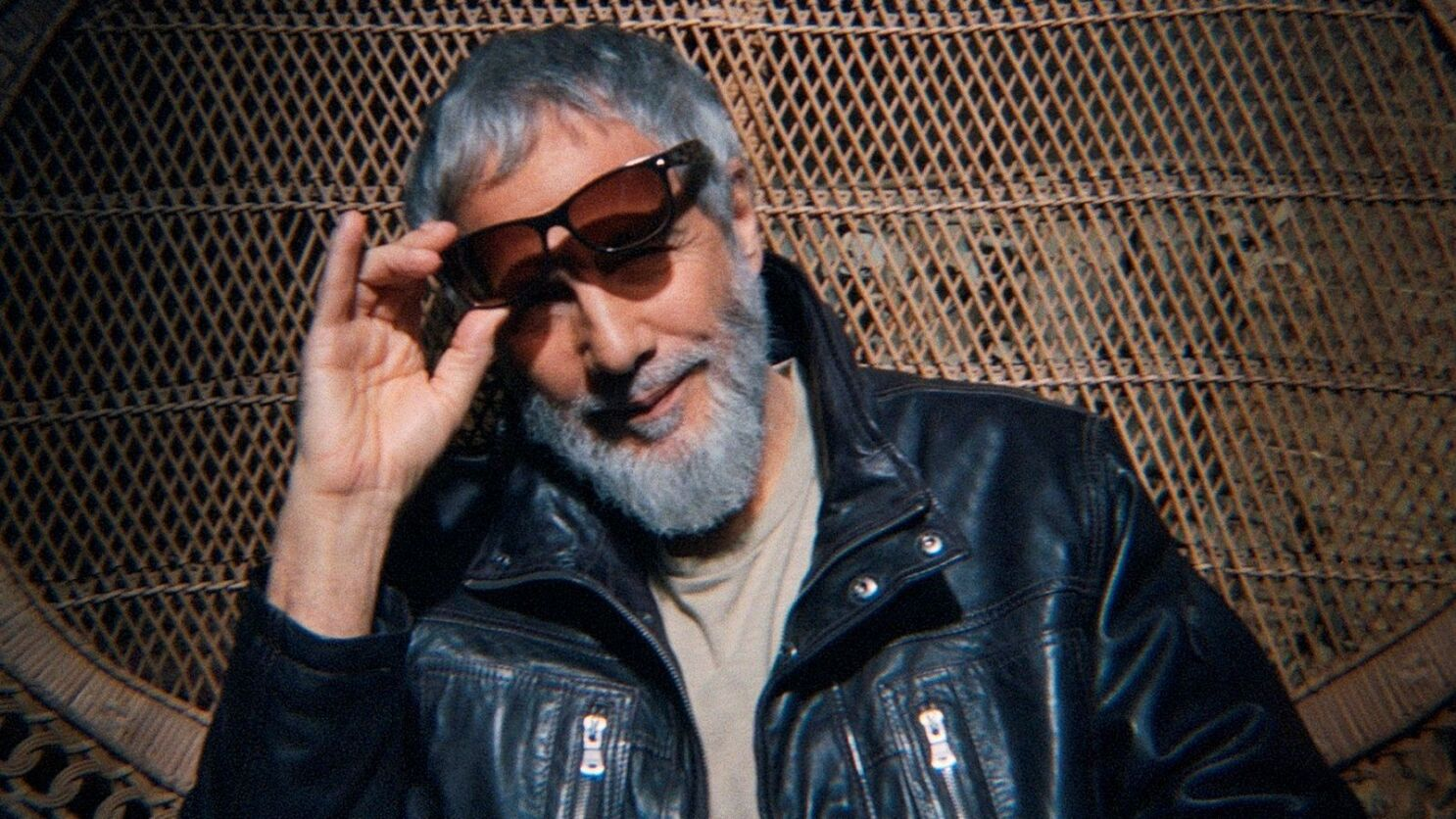 Yusuf Cat Stevens Taps Classic Sound In New The Laughing Apple Album Los Angeles Times