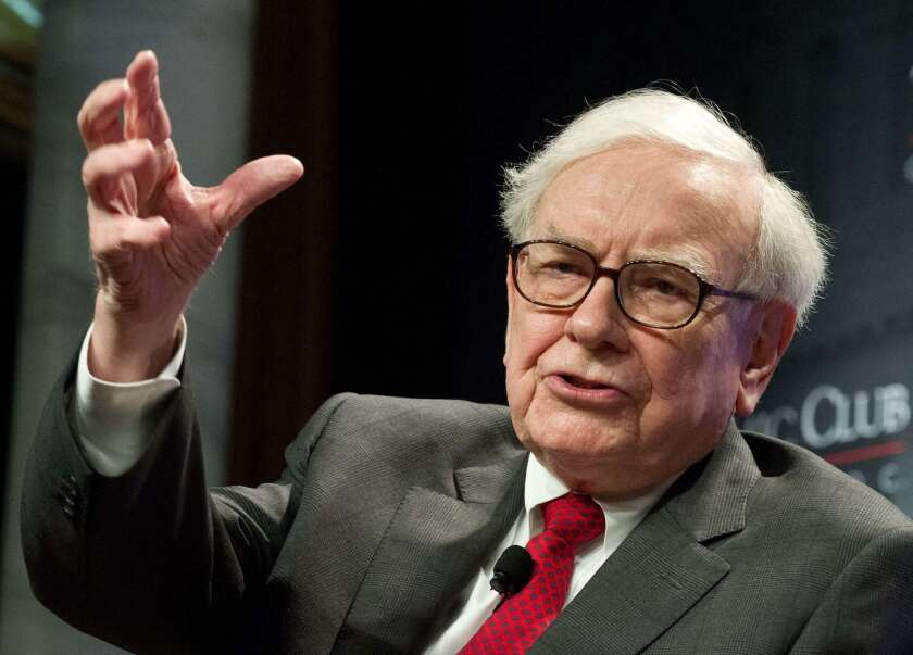 Warren Buffett is investing in the purchase by Burger King of the Canadian restaurant chain Tim Hortons.