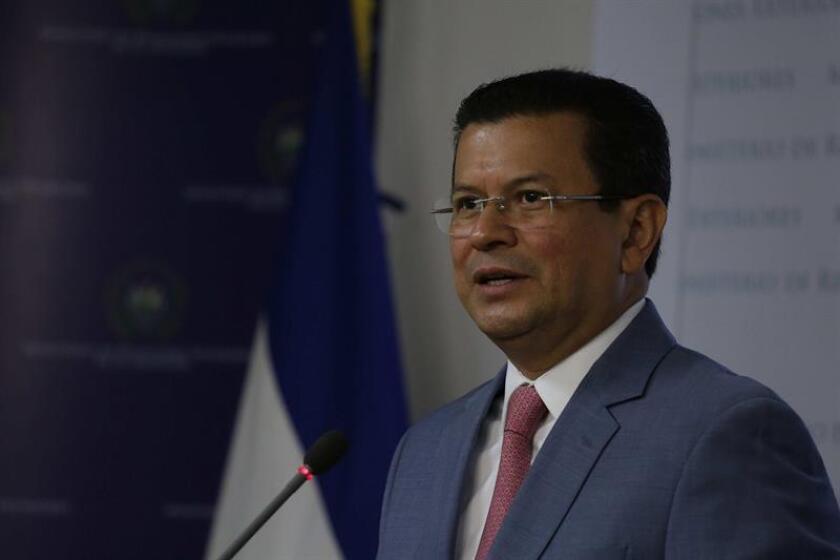 El canciller de El Salvador, Hugo Martínez, está intensificando la ofensiva de su Gobierno para salvar el Estatus de Protección Temporal (TPS) y presionar al Congreso de con el fin de que apruebe una ley que regularice la situación migratoria de miles de salvadoreños. EFE/ARCHIVO