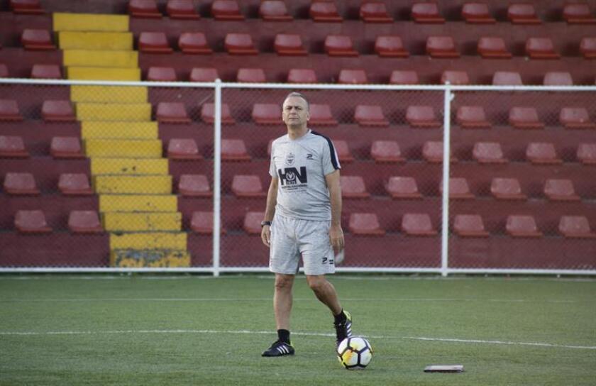 El técnico del Tauro F.C. de Panamá, el uruguayo Sául Maldonado. EFE/Archivo