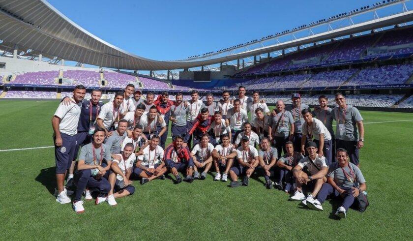 Los mexicanos de las Chivas, rumbo al estreno en el Mundial de Clubes.