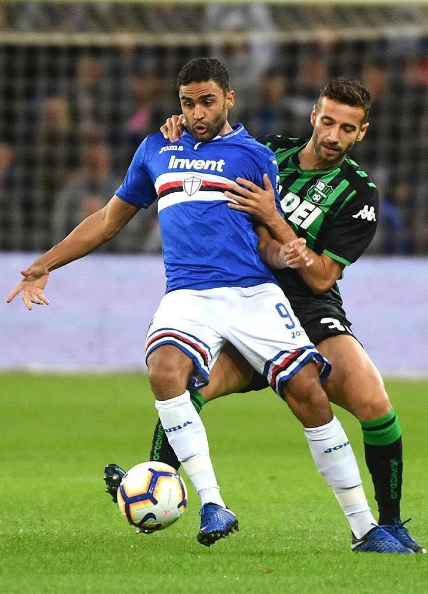 Gregoire Defrel (i) de Sampdoria, durante un partido. EFE/Archivo